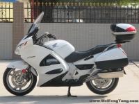 新到2005年本田ST1300运动旅行车,带三箱,白色