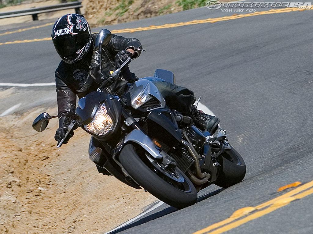 款铃木B-King摩托车图片4