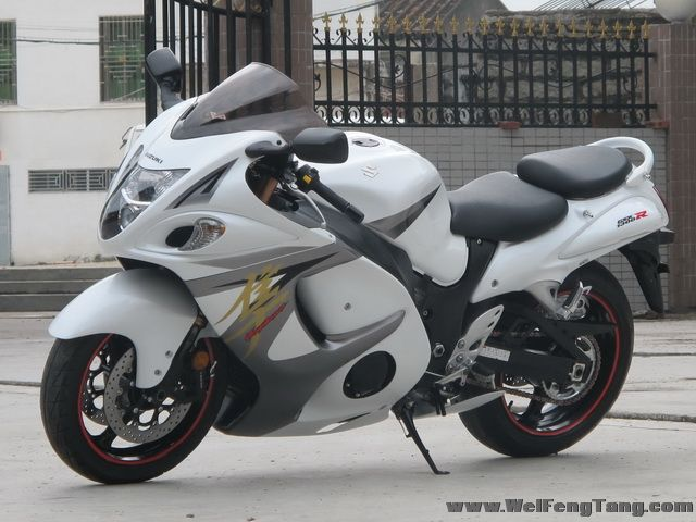 2008款铃木隼GSX1300R ,改装碳纤维吉村排气 白色喷漆 6000多公里 成色新 图片 2