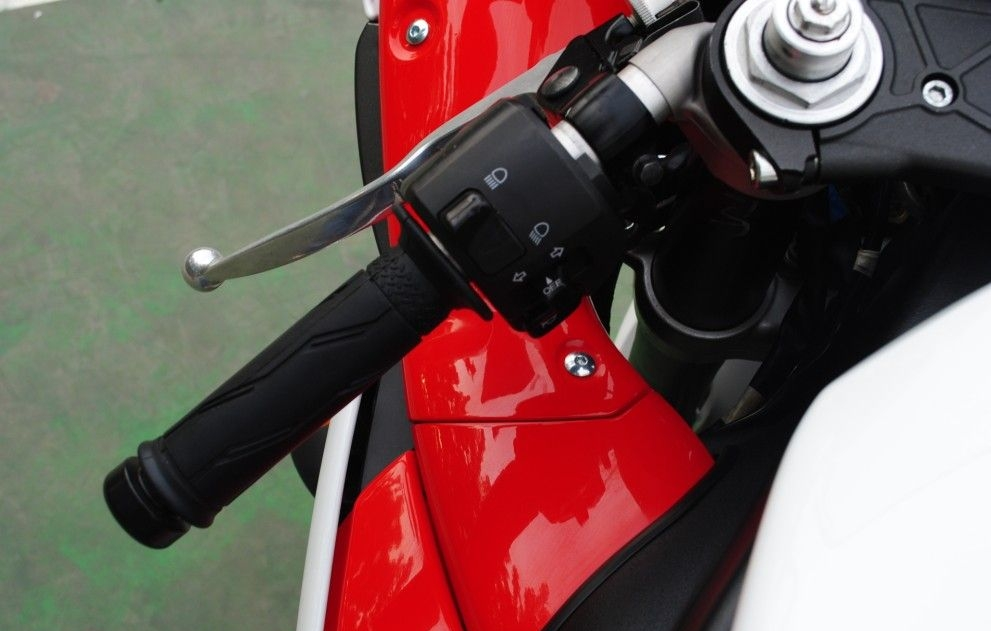 2009款雅马哈 YZF-R1 可调3种模式 各种改装 红白色 YZF-R1图片 3
