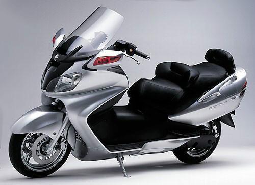 铃木AN 650摩托车